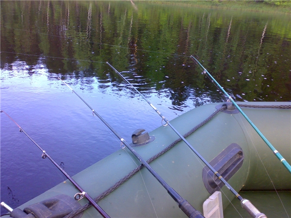 способы рыбалки с лодки на реке